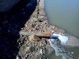 ریخته شدن فاضلاب شرکت نفت در رودخانه قره سو
