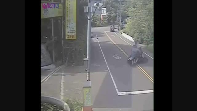 راننده ای که دو موتور سوار را نابود کرد+فیلم ویدیو کلیپ