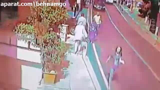 برخورد شدید با عابرین در خیابان..!