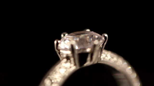 مدلهای بین المللی جواهرات نقره همراه با روکش طلا سفید