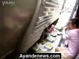 فیلم_ عجیب ترین بازار میوه جهان-قطار از وسط بازار میوه رد میشه