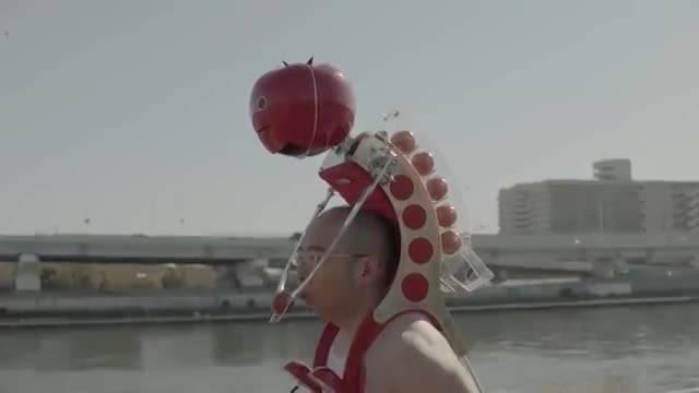 روبات عجیب و غریب ژاپنی که گوجه فرنگی توزیع می کند!