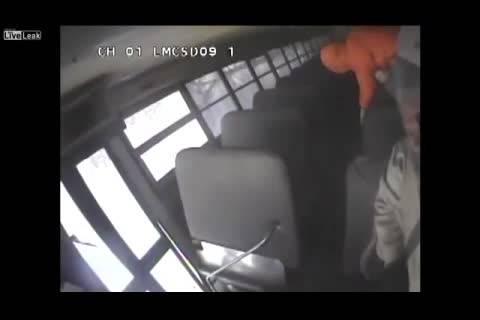 فیلم واژگونی اتوبوس مدرسه از زوایای مختلف