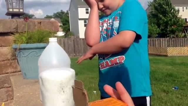آزمایش مخلوط کردن سرکه با جوش شیرین