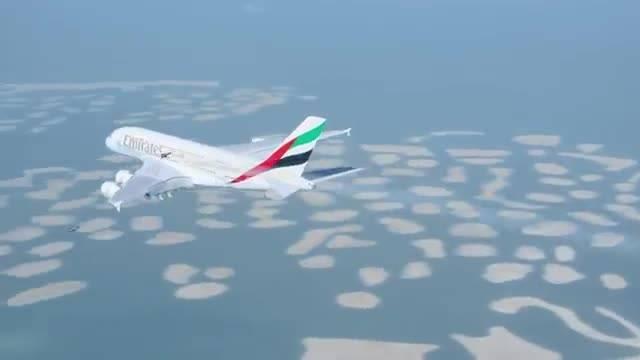 پرواز مرد پرنده در کنار سوپر جمبوجت ایرباس A380 امارات