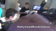 سلنا در فرودگاه لس آنجلس.
