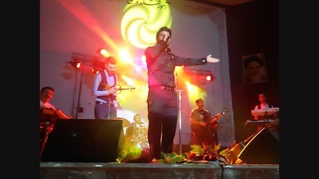 مجید خراطها .........اجرای بی نظیر مسافر در کنسرت سقز
