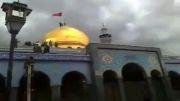 نصب پرچم حرم حضرت ابالفضل بر روی گنبد حرم حضرت زینب علیها سلام