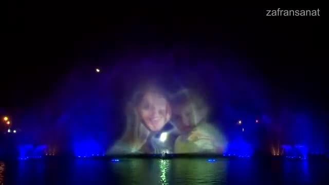 نمایش چهره افراد بر روی آب