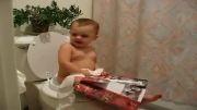 دستشویی رفتن خیلی باحال بچه