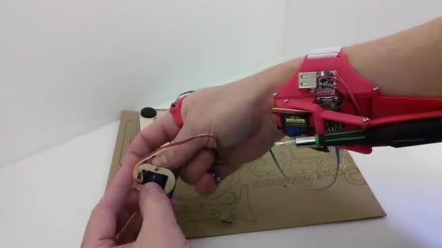 ساخت دست سوم رباتیک با پرینتر سه بعدی
