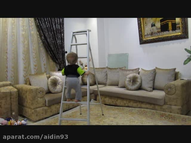 کودک 10 ماهه با استعداد صخره نوردی