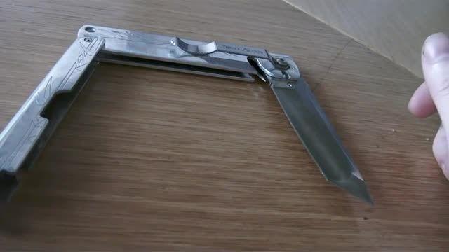 یکی دیگر از انواع چاقو های سه - تاشو یا tri- fold