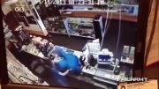 ضرب و شتم دزد توسط دو زن