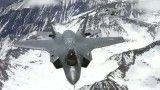 پرواز جنگنده های F-22 و F-35 بر بالای کوه ویتنی
