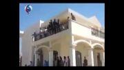شنا کردن افراد مسلح در مجتمع سفارت آمریکا
