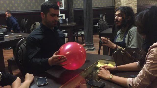 شعبده بازی انداختن موبایل درون بادکنک - زیاک