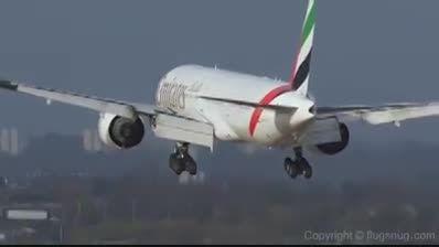 انصراف از فرود ایرباس امارات به دلیل وزیدن باد مخالف