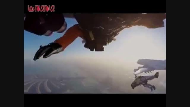 پرواز انسان کنار بزرگترین هواپیما جهان فیلم گلچین صفاسا