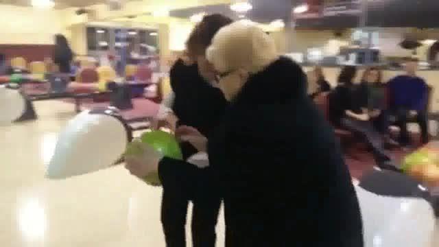 بازی بولینگ پیرزن ۸۴ ساله