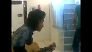 گیتار زدن مرحوم مرتضی پاشایی(روحش شاد)
