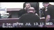 شکار لحظه حمله کردن یک زن مجرم به قاضی در دادگاه آمریکایی