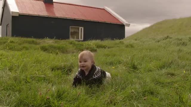 کودکان خوشحال در کمپین تبلیغاتی ویندوز 10