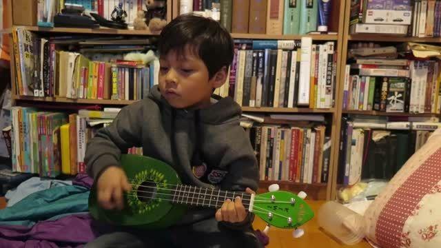 اجرای آهنگ مدرن تاکینگ توسط پسر بچه !