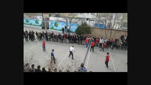 مسابقه والیبال تیم همکاران مرکز و دانش آموزان-س93