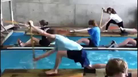 پاروزنی کانو در استخر مخصوص تمرین قایقرانی 1