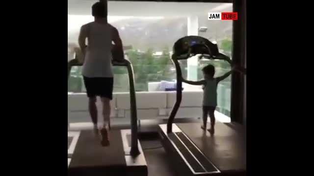 تمرین کردن مسی و پسرش