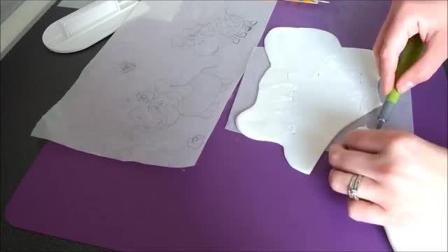 تزیین کیک-نقاشی با دست روی فوندانت