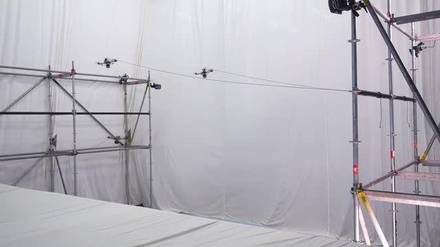 ساختن یک پل طنابی کوچک با هواپیماهای کوچک «درون»