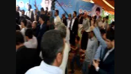 لحظه خروج احمدی نژاد از محل سخنرانی در شهر چلیچه