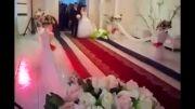 باز شدن گلها جلوی پای عروس داماد