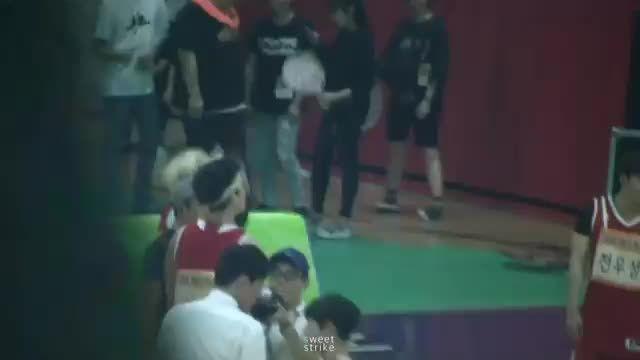 Bangtanboys-suga is playing basketball