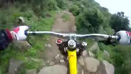 ببین کجا داره دوچرخه سواری میکنه!!