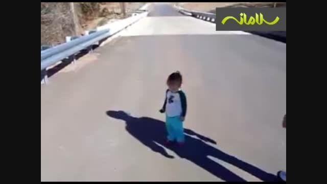 وقتی کودکان برای اولین بار سایه خود را می بینند