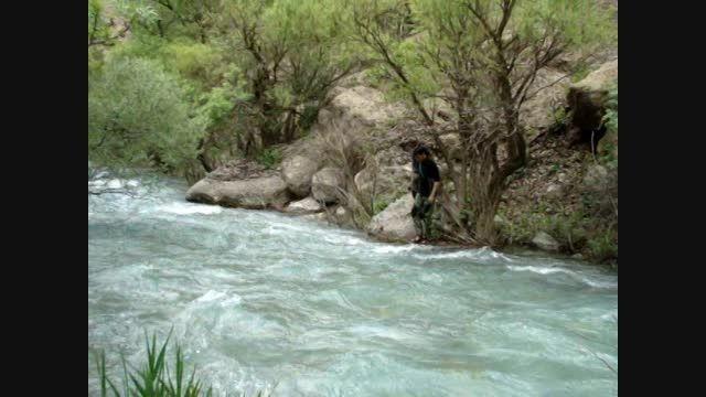 عبور از رودخانه در دره نی گاه، دره نگار - اردیبهشت 93