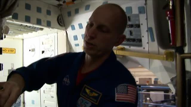 آیا فضانوردان هم دستشویی می روند؟