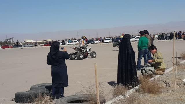 حرکات نمایشی با موتور چهار چرخ درپیست ثامن مشهد