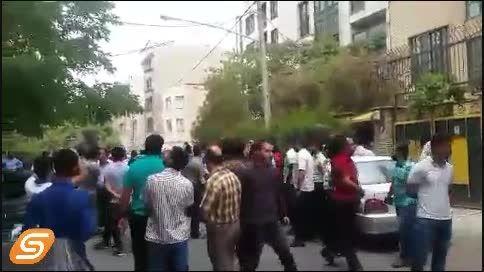 تشویق جلال حسینی و هدایتی در تجمع پرسپولیس