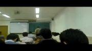 بازی کردن با لپ تاپ سر کلاس دانشگاه