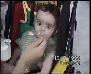 گرسنگی پچه سه روز غذا بهش ندادن تا ازش فیلم بگیرن