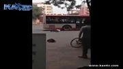 خودکشی با گذاشتن سر زیر اتوبوس در حال حرکت