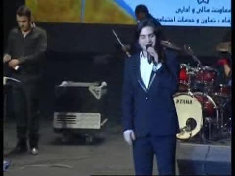 اجرای دیدنی و جالب حسن ریوندی بعد از کنسرت محسن یگانه