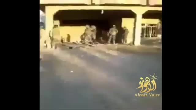 عکس العمل سرباز عراقی وقتی پدر خود را شهید پیدا کرد