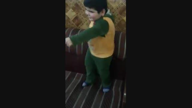 رقص یه بچه تپل و بامزه
