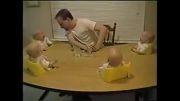 خندیدن چهار کودک با پدر