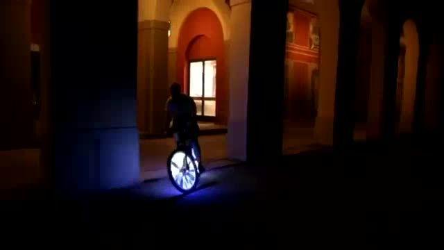 دوچرخه سواری متفاوت با کلاه ایمنی هوشمند Livall